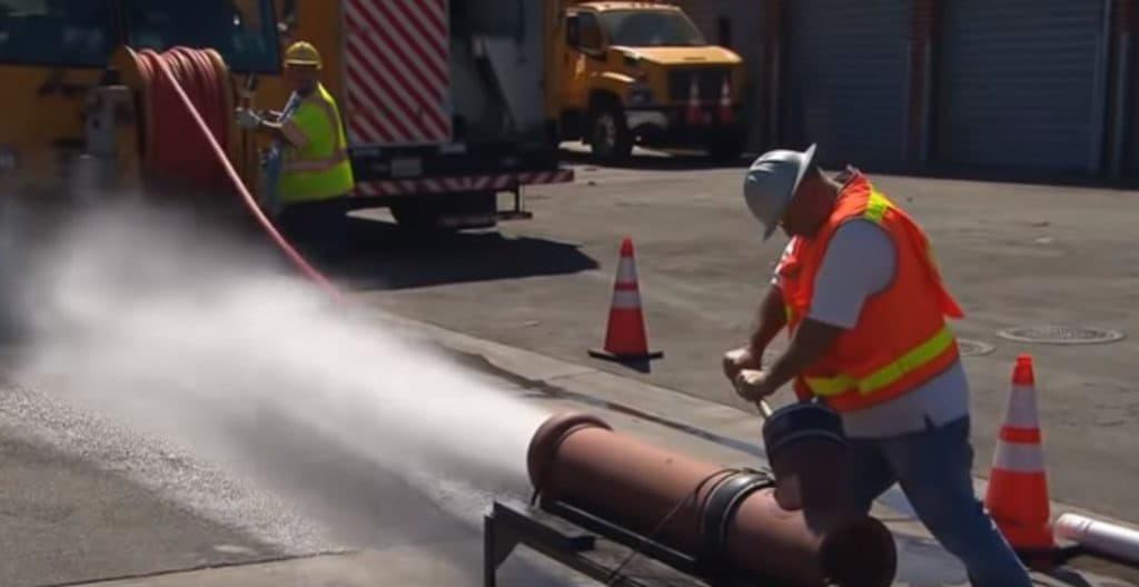 Прочистка канализационных труб с помощью современных технологий