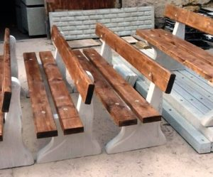 Уличные бетонные скамейки в Полтаве